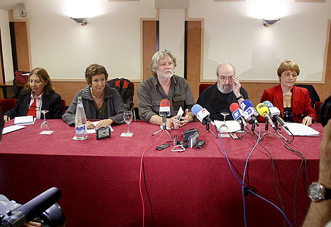 Presentación de Iniciativa Internacionalista, encabezada por Alfonso Sastre (2º por la dcha.). | Efe