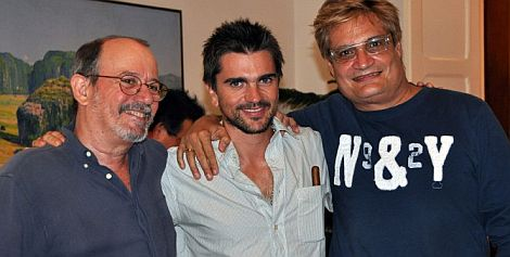 Cantantes Silvio Rodriguez, Juanes y Amaury Perez