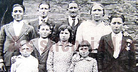 Familia de Consuelo Rodríguez López, 'Chelo', en O Barco de Valdeorras.