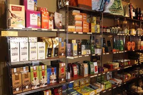 Productos de una tienda de Comercio Justo.| Manuel Charlón/CECJ