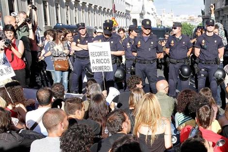 Protesta de ayer ante el Congreso. | Diego Sinova