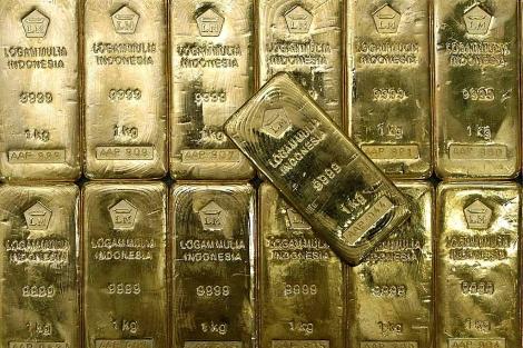 El oro sigue escalando posiciones y ya está en los 1.600 dólares la onza. | Efe