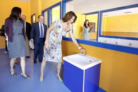 Lucía Figar, durante la visita de un colegio en Sanchinarro. (EM)