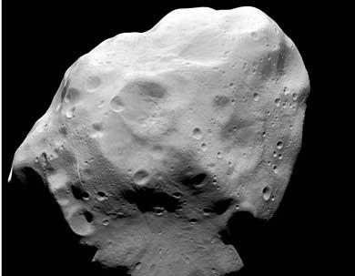 El asteroide Lutetia, captado por la sonda Rosetta.   ESA