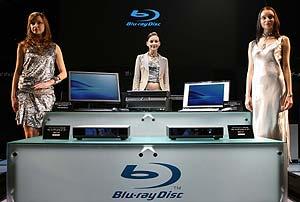 El reproductor Blu-ray, junto a otros productos de Sony. (Foto: AFP)