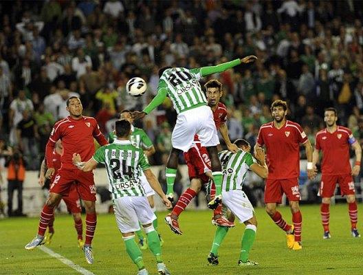 Нигерийские прибыл вовремя, чтобы связать матча.