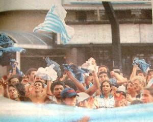El Cilindro estalla el 7 de marzo de 1999. Foto Olé.