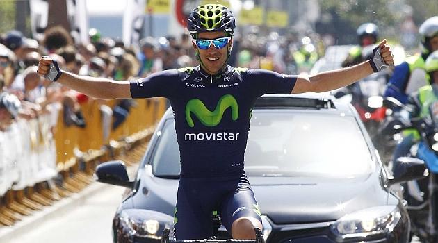 José Herrada celebra en meta su triunfo. FOTO: Rafa Gómez / Ciclismo a fondo