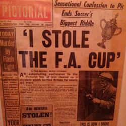 La portada de 'The Sunday Pictoral' con la confesión de Burge y una foto suya explicando el asalto.