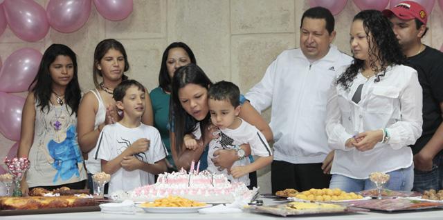 Hugo Chávez celebra el cumpleaños de una de sus hijas en La Habana. | Efe