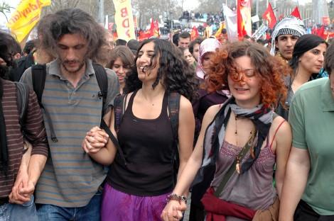 Bailes en la plaza Taksim durante la fiesta del 1 de Mayo 2011. Foto: I.U.T.