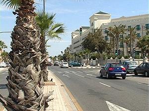 El Hotel Las Arenas, s�mbolo de la transformación de la primera l�nea de playa de la capital.