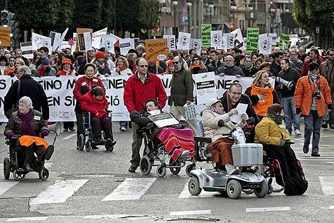 Protesta en Valencia por el 'bloqueo' a la Ley de Dependencia. | Efe