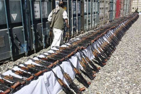 Armas requisadas a una emrpesa de seguridad privada en Kabul.   Efe