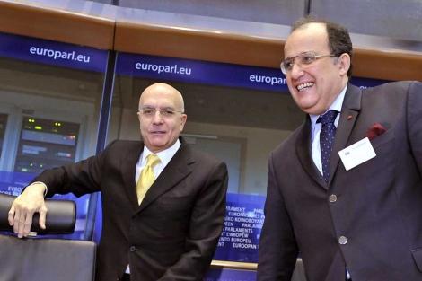 El pte de la comisión de Exteriores, Albertini, con el ministro. | Afp