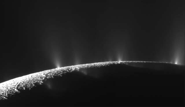 Géiseres en Encelado. | NASA,JPL,SSI
