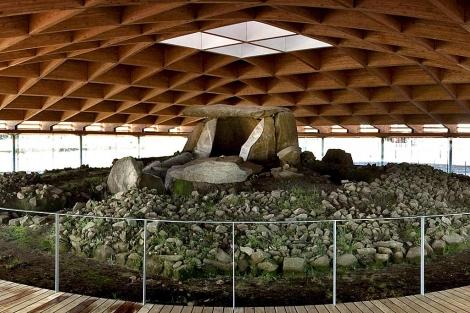 El dolmen de Dombate, bajo su nuevo techo. | Efe