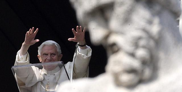 El Papa, durante el rezo del Ángelus en el Vaticano. | Reuters