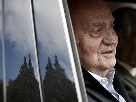El Rey, al salir de la clínica donde fue operado recientemente. | Alberto Di Lolli