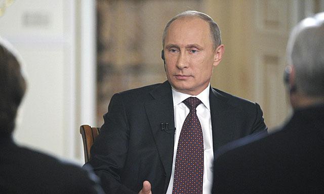 Vladimir Putin, en un momento de la entrevista en Moscú. | Reuters