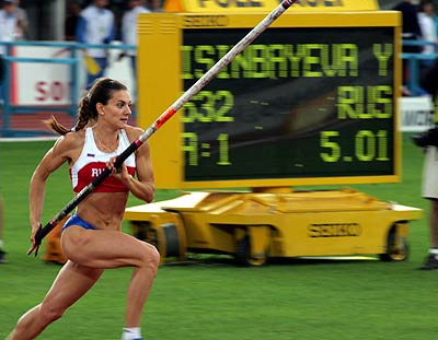 Isinbayeva logra el WR en pértiga al aire libre