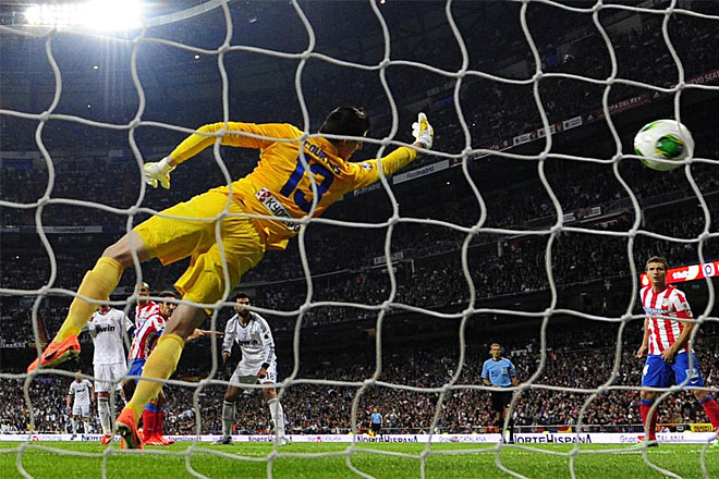 Courtois can not do anything with the powerful header from Cristiano.