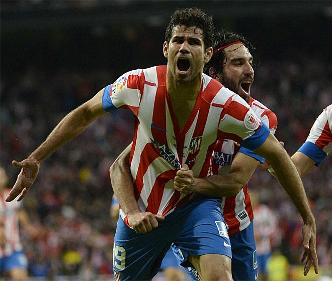 Diego Costa festeja por todo lo alto el tanto del empate.