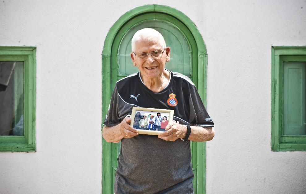 Parra, hace unos años, posando con la camiseta del Espanyol.