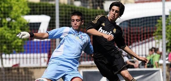 Mario Rodríguez disputando un balón en la 2012/13 / Fuente: Marca