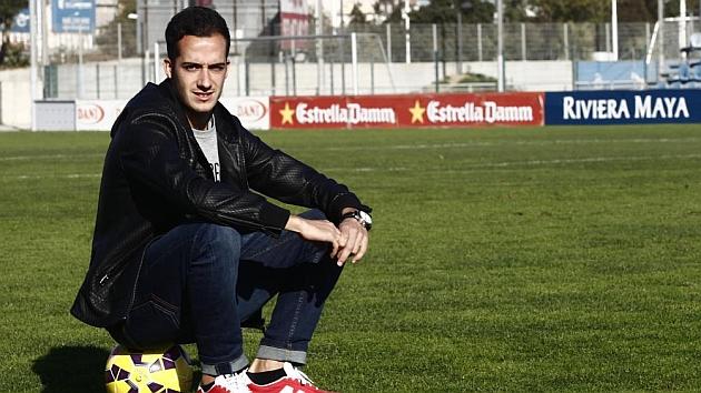 Lucas Vázquez posa para MARCA en un campo de entrenamiento de la Ciudad Deportiva. / FRANCESC ADELANTADO (MARCA)