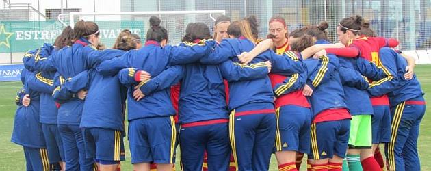 El equipo español hace piña antes de un partido en Murcia / Pinatar Arena