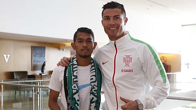 Martunis posa con Cristiano Ronaldo.