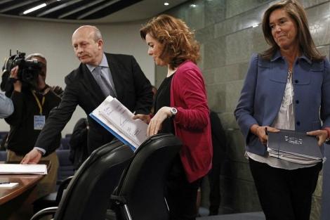 Wert, Sáenz de Santamaría y Mato, antes de la rueda de prensa posterior al Consejo de Ministros.| Efe
