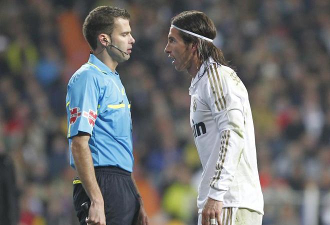 Перед началом был разговор о возможном поединке между Лионелем Месси и Серхио Рамос в поле. Опять же, он снова выиграл аргентинца. Рамос не видел его ясно и заказал лайнсмен бесстрастным.