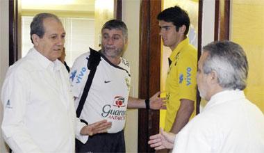 Kaká, a su salida de la clínica Esperanza