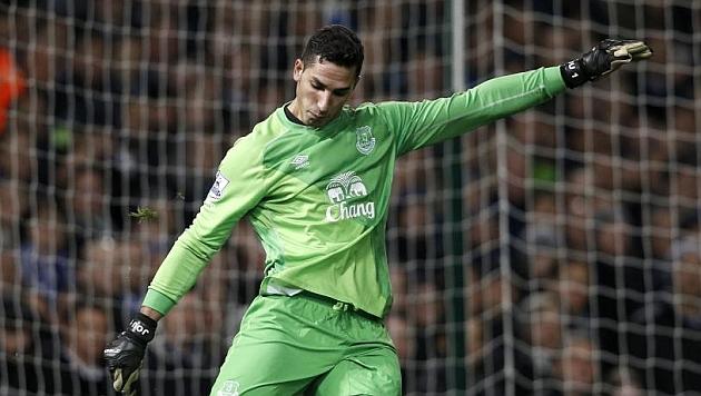 Joel sacando de puerta en el partido del Everton frente al West Ham / AFP