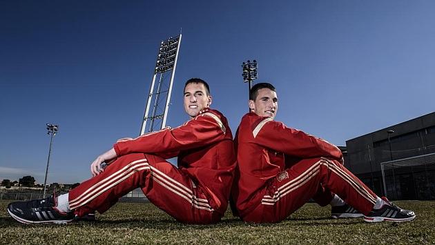 Fede y Borja posan para Marca en La Ciudad del Fútbol. Foto: Juan Aguado