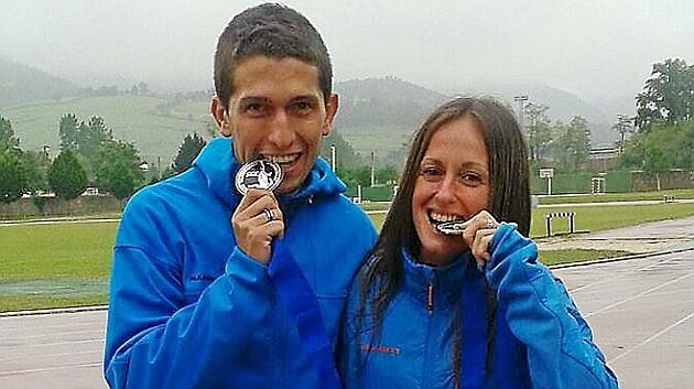Manuel Merillas (24) y Azara García (31), con las medallas.