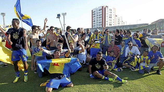 Los jugadores del Unión celebran el ascenso. Foto  ASF c80817d83d395