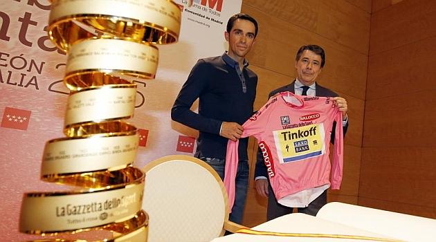 Alberto Contador junto a Ignacio González. BEATRIZ GUZMÁN