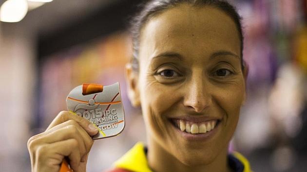 Teresa Perales tras ganar su quinta medalla en Glasgow.