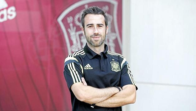 Jorge Vilda posa en la Ciudad del Fútbol de Las Rozas.