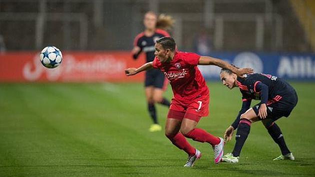Lance del encuentro que disputaron Bayern Münich y Twente en Alemania.