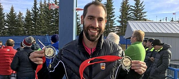 Ander Mirambell muestra las dos medallas conquistadas en Calgary.