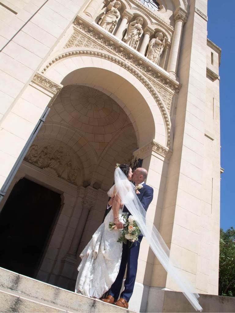 sortie-maries-eglise-mariage-en-provence