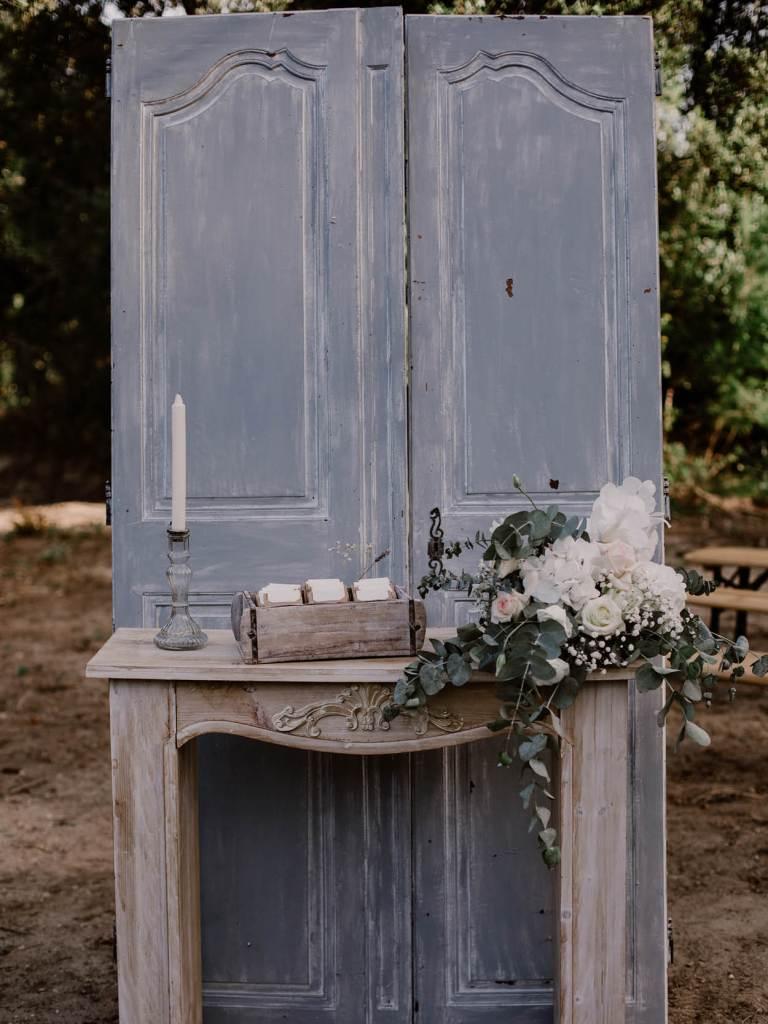 entree-ceremonie-laique-mariage-en-provence-alpilles