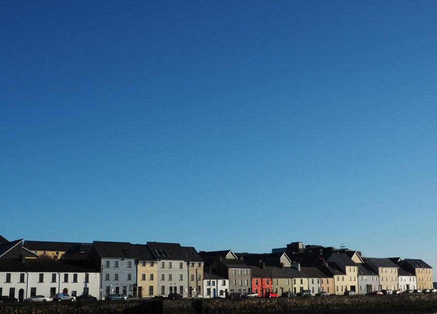 Maisonnettes sur le port de Galway