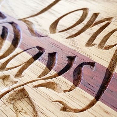 Logo Long Days Long Boards. Tallado en madera.