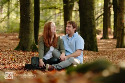 Bijzondere-Loveshoot-in-het-bos-Lage-Vuursche-Trouwfotograaf-Gouda