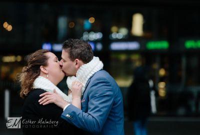 Loveshoot-op-Rotterdam-Centraal-Station-Bruidsfotograaf-Gouda